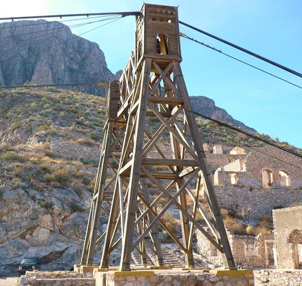 Estructuras de madera que sostienen todo el puente.
